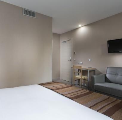 Hôtel des Pavillons – Triple Room