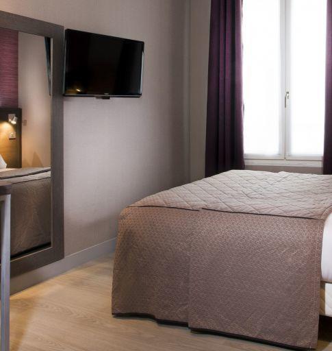 Hotel des Pavillons Paris  大床加床房