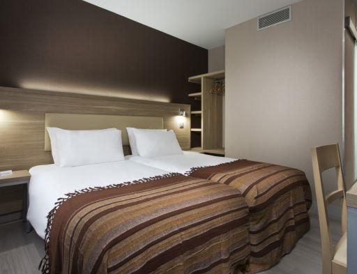Hotel des Pavillons Paris Twin Room